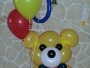 Großer Teddy Bär aus Luftballons mit Heliumluftballons