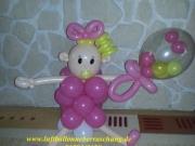 Baby mit Schnuller aus Luftballons