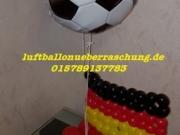 Fan-Artikel zur EM aus Luftballons, Fussball Deko