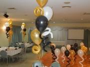 Tischdekoration mit Heliumluftballons