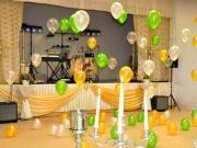 Hallendekoration mit Heliumballons