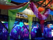 Faschingsdekoration mit Luftballons