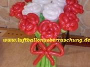 Blumenstrauß mit 12 Rosen aus Luftballons