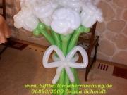 Blumenstrauß mit 13 Rosen aus Luftballons