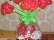 Geschenkverpackung mit Blumenstrauß